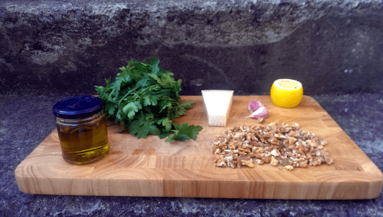 ingredients_for_parsley_and_walnut_pesto